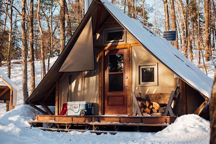 gatineau-winter-camping-cabin
